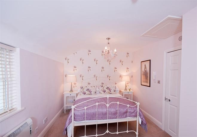 Hamiltons boutique hotel hotels southend on sea for 1 royal terrace southend on sea