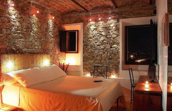 le stanze degli ospiti del castello di montalbano via di montalbano 8