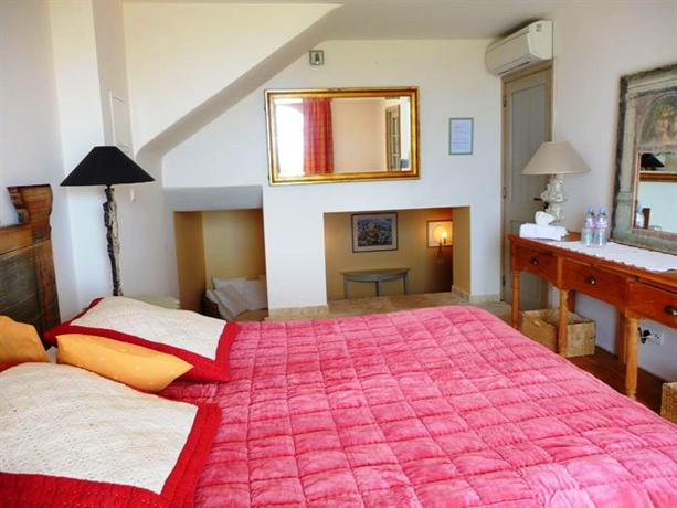 Chambres d 39 h tes les 3 iles la croix valmer hotels la - Chambre d hotes la croix valmer ...
