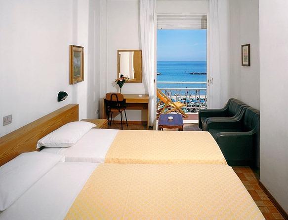 Hotel Pesaro  Stelle Lungomare Economici