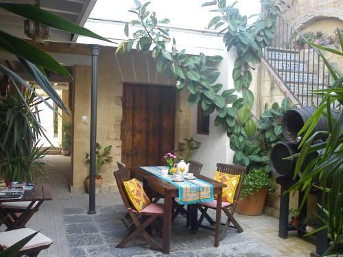 Apartamentos el patio andaluz hotels jerez de la frontera - Patios interiores andaluces ...