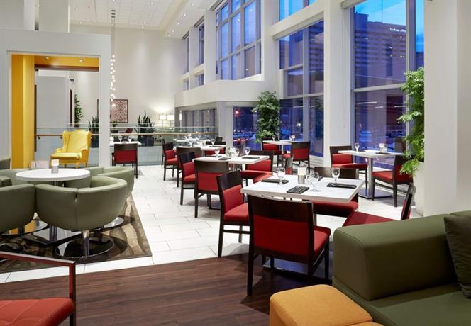 Delta hotels by marriott ottawa city centre hotels ottawa for Club piscine ottawa