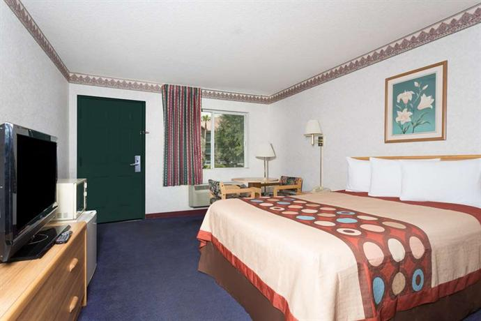 Travelodge phoenix 50th ave hotels phoenix for 50th avenue salon