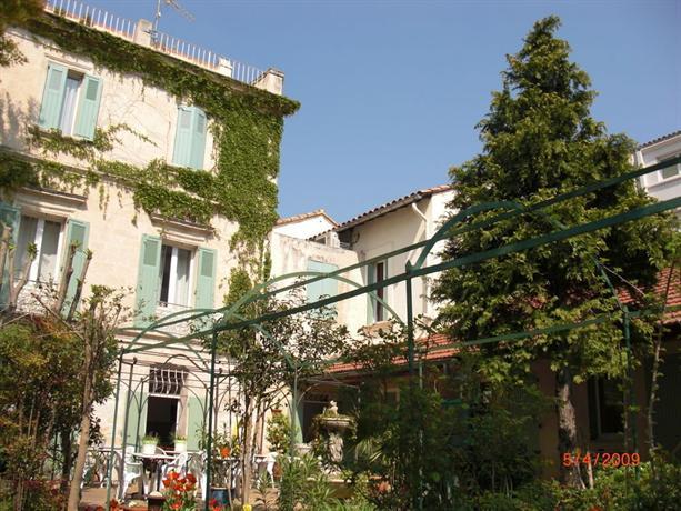 H tel au saint roch avignon hotels avignon for Au saint roch hotel et jardin