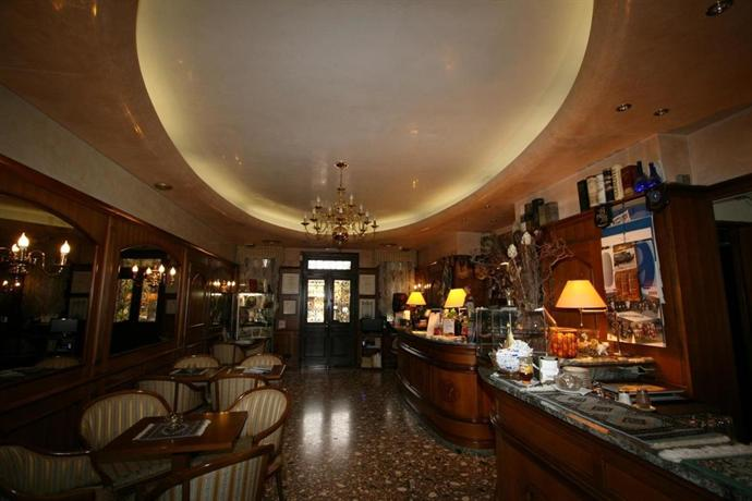 Splendid art deco style building located in noventa di piave about 10 km from venice, this