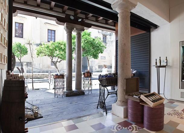 Puerta catedral suites seville compare deals for Puerta catedral suites