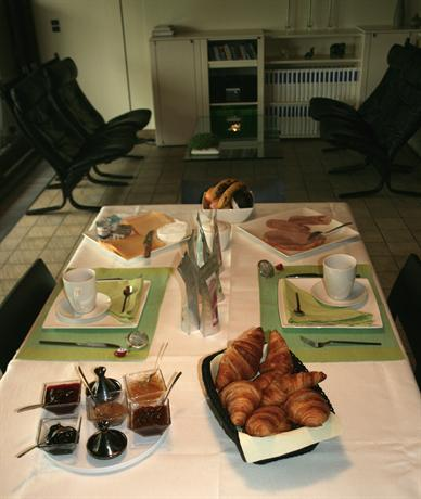 Bed and breakfast le jardin d 39 epicure olne compare deals for Ambiance jardin bed and breakfast