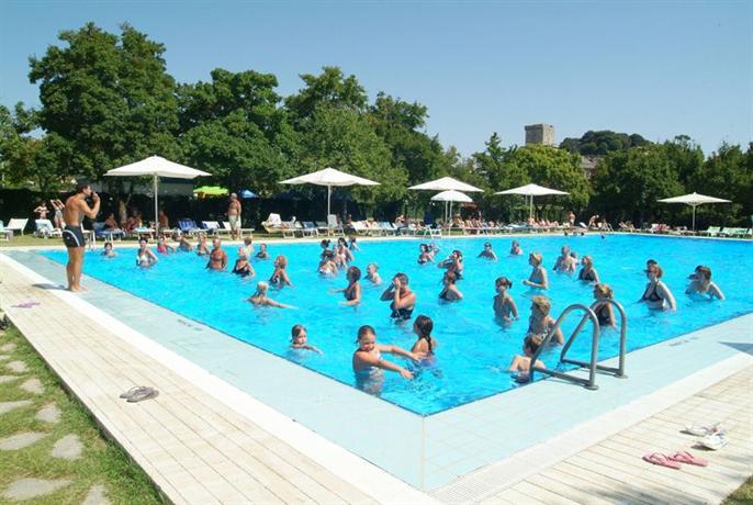 Parco delle piscine sarteano compare deals for Camping parco delle piscine toscane
