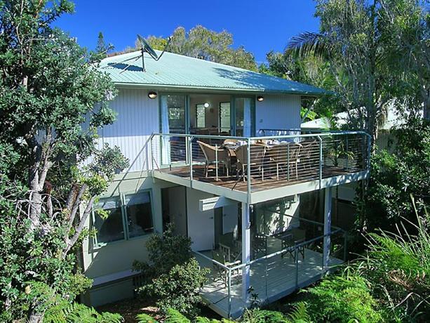 the retreat beach houses noosa peregian beach compare deals. Black Bedroom Furniture Sets. Home Design Ideas