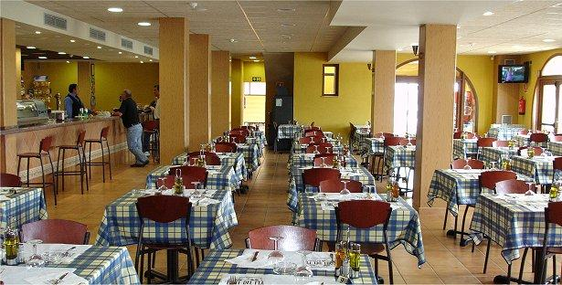 Font del pla hotel restaurant la jonquera comparez les for Restaurant la jonquera