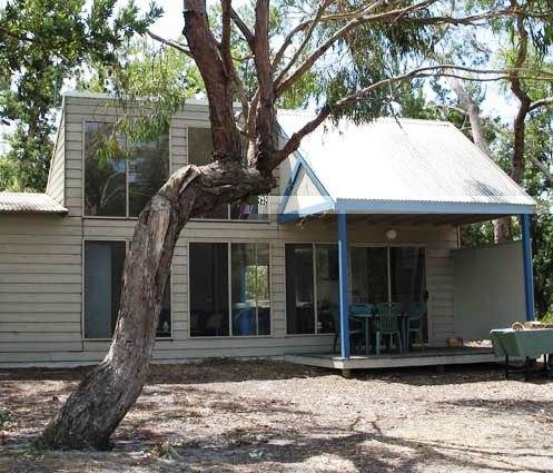 Waterfront retreat at wattle point bairnsdale compare deals for Waterfront retreat
