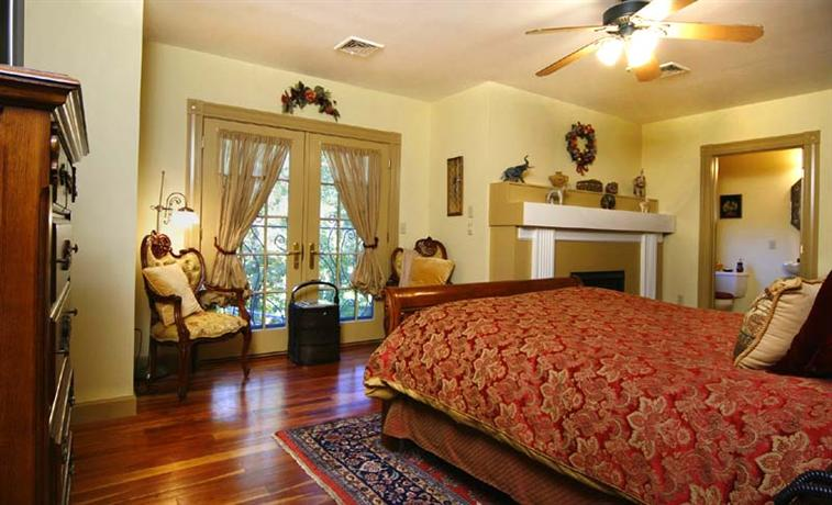 ivory creek bed and breakfast hadley compare deals. Black Bedroom Furniture Sets. Home Design Ideas