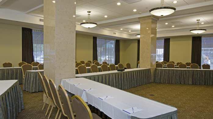 Hilton Garden Inn Indianapolis Downtown Compare Deals