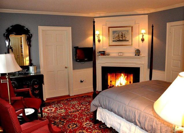 About The Harbor Light Inn Marblehead