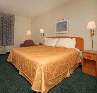 Super 8 by Wyndham Grapevine DFW Airport Northwest Hotel