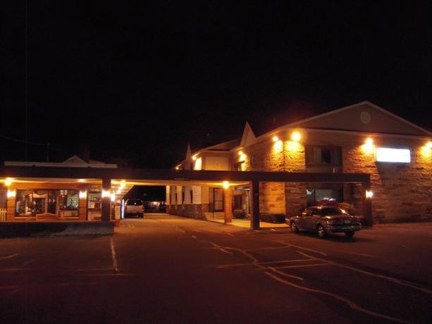 Golden Circle Inn and Suites