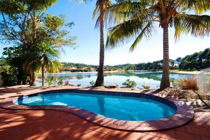 isle of palms resort gold coast compare deals. Black Bedroom Furniture Sets. Home Design Ideas