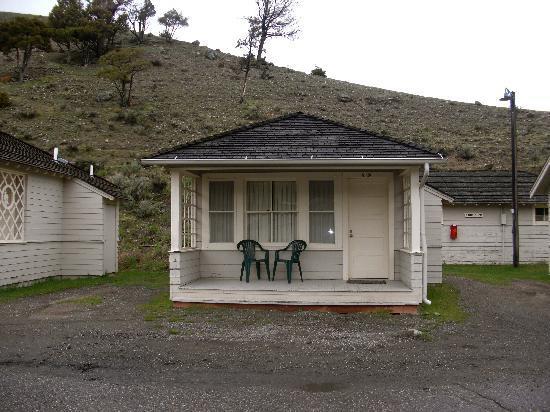 Mammoth hot springs hotel cabins gardiner compare deals for Mammoth hot springs hotel cabins