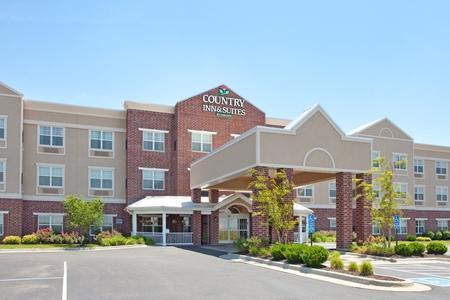 Country Inn & Suites by Radisson Kansas City at Village West KS
