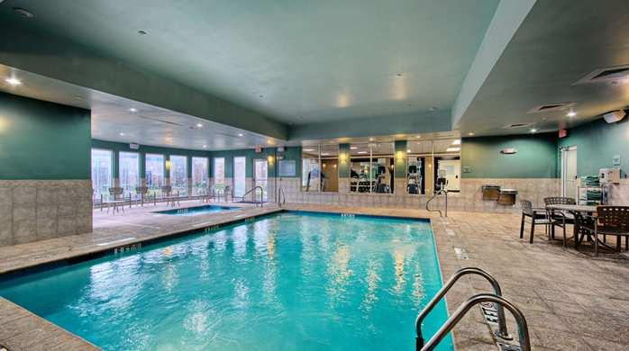 Hilton garden inn tyler compare deals for Hotels in arlington tx with indoor swimming pool