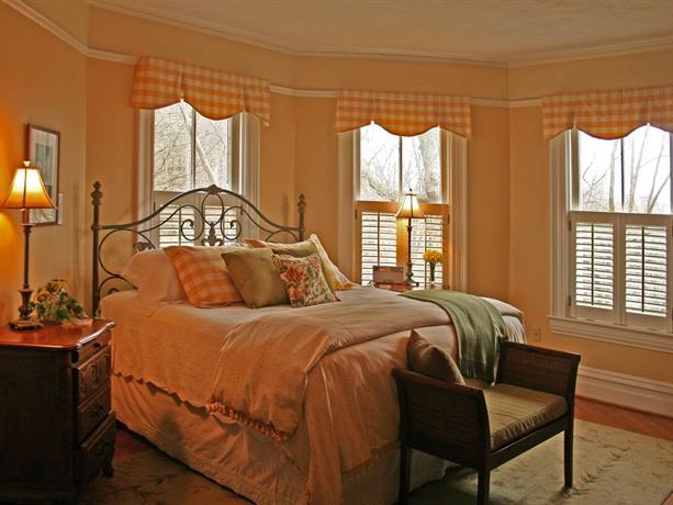 Oak Hill On Love Lane Bed and Breakfast Inn