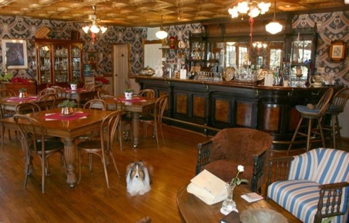 Cambria Bed And Breakfast