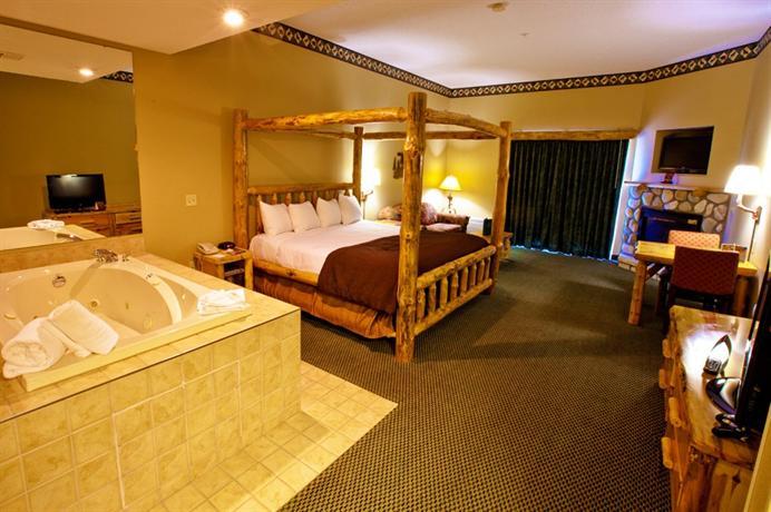 great wolf lodge resort niagara falls city compare deals. Black Bedroom Furniture Sets. Home Design Ideas