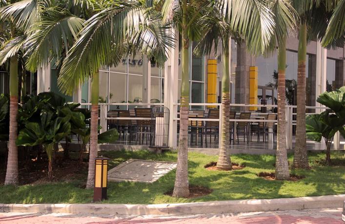 The zenith hotel kuantan compare deals for Zenith garden rooms