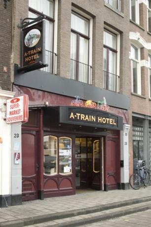 A train hotel amsterdam compare deals for Train hotel amsterdam