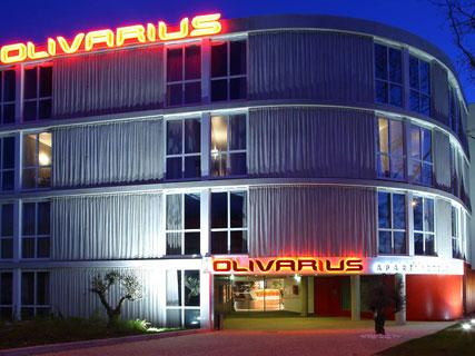 Olivarius apart 39 hotel cergy compare deals for Appart hotel oise