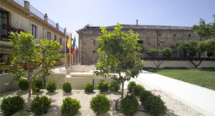 Il piccolo giardino taormina compare deals for Design hotel sicily