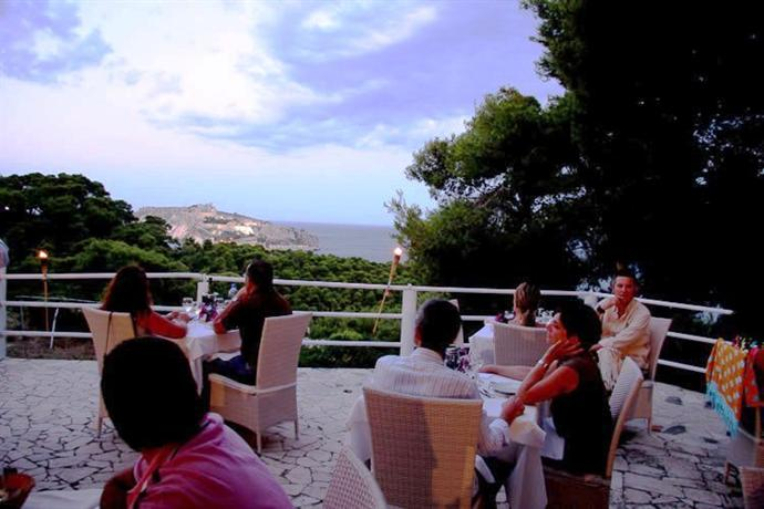 Hotel Eden, San Domino terrazza Tremiti.jpg