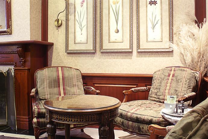 auberge le jardin d 39 antoine montreal compare deals. Black Bedroom Furniture Sets. Home Design Ideas