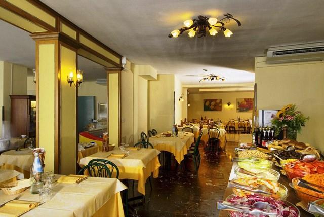 Hotel villa d 39 este grado compare deals for Hotel meuble villa patrizia grado