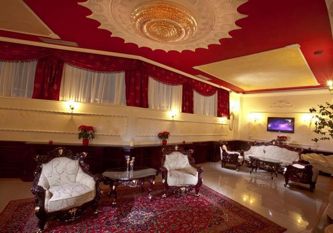 Queen 39 s astoria design hotel belgrade compare deals for Design hotel belgrade