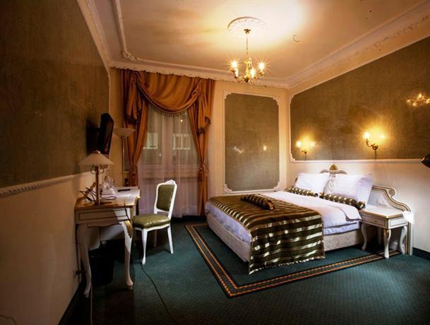 Queen 39 s astoria design hotel belgrade compare deals for Design hotel queen astoria