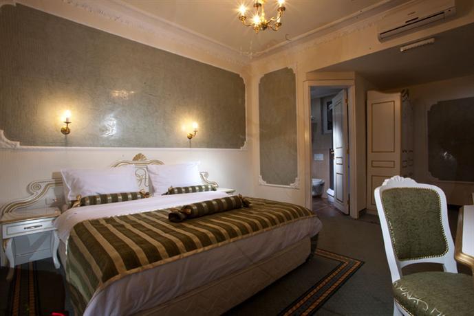 Queen 39 s astoria design hotel belgrade compare deals for Design hotel queen astoria belgrade