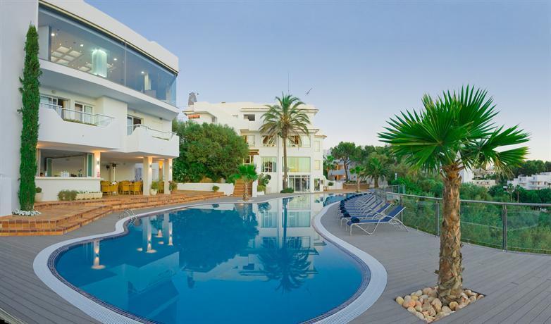 About Ferrera Beach Apartments