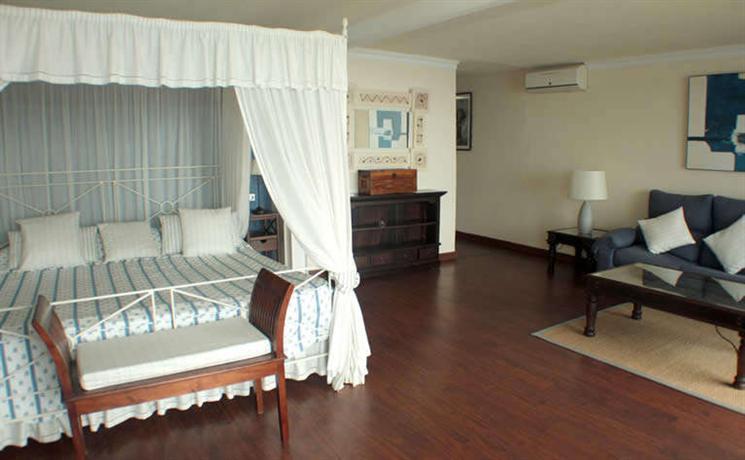 h tel ibersol cavali re sur plage le lavandou comparez les offres. Black Bedroom Furniture Sets. Home Design Ideas