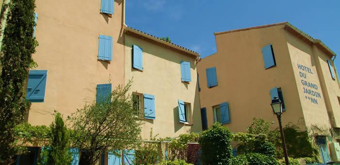 Hotel du grand jardin de cassis compare deals for Hotel du jardin