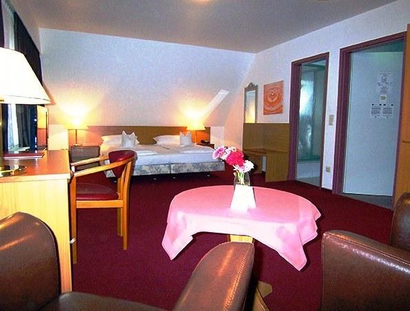 Columbus hotel bremerhaven compare deals for Design hotel bremerhaven