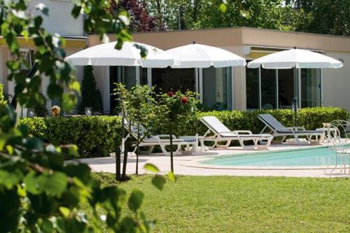 Les Jardins D 39 Adalric Hotel Obernai Compare Deals