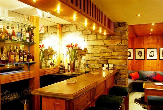 hotel la savoyarde val d 39 isere compare deals. Black Bedroom Furniture Sets. Home Design Ideas