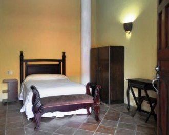 Hotel casa del consulado granada compare deals for Casa relax granada