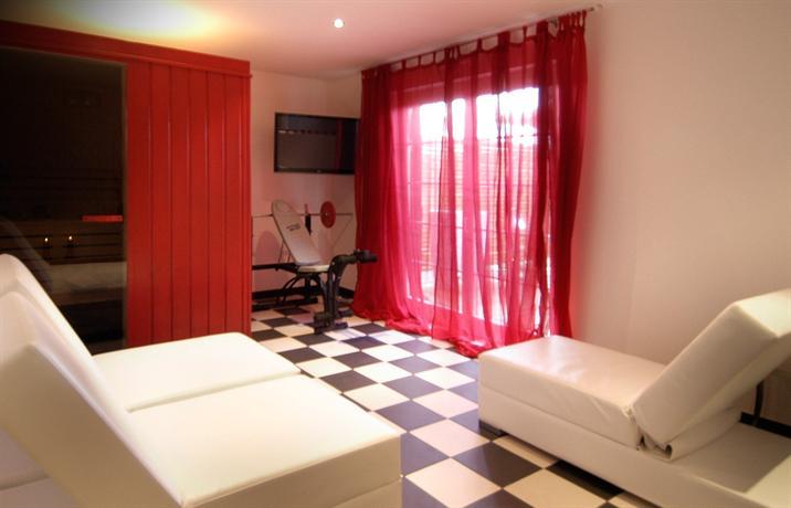 L 39 auberge de maison rouge vetraz monthoux compare deals for Auberge de la maison rouge