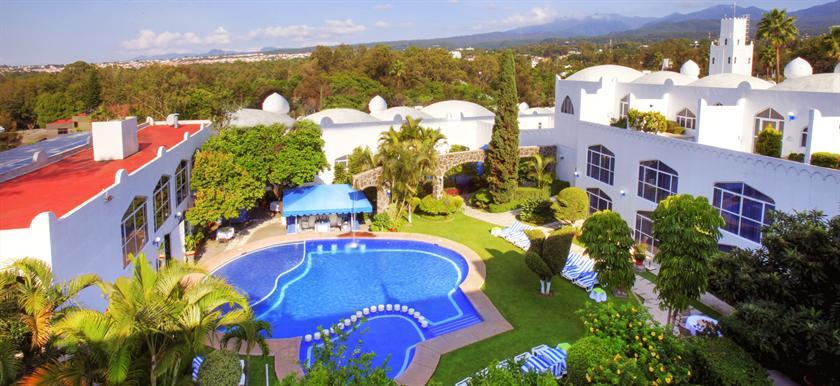 Villa bejar hotel tequesquitengo compare deals for Villas xavier morelos