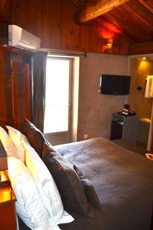 le jardin d 39 emile hotel cassis compare deals. Black Bedroom Furniture Sets. Home Design Ideas