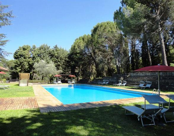 La badia di orvieto compare deals for Hotels in orvieto with swimming pool
