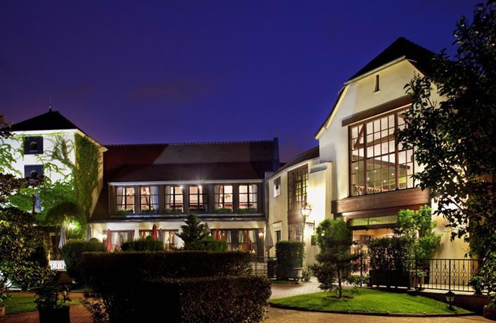 Le Manoir De Gressy Hotel