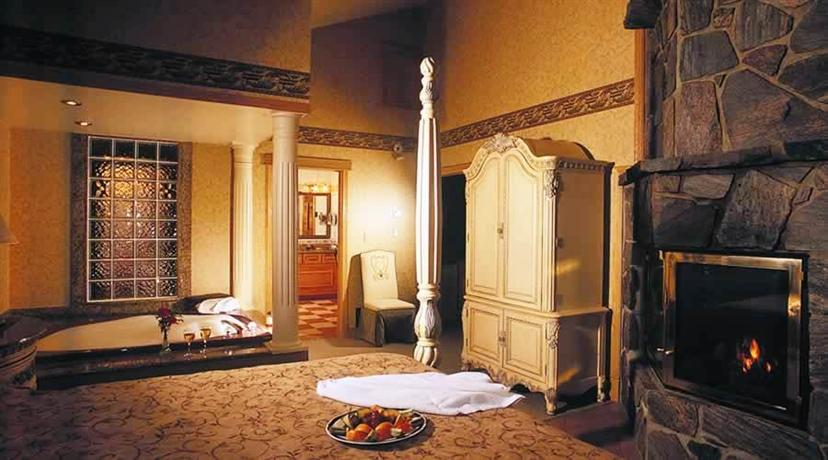 Couples resort whitney compare deals for Small romantic hotels